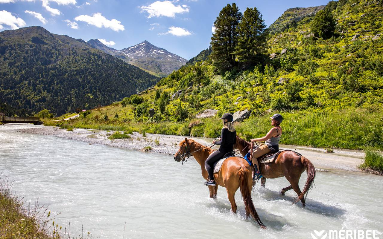 Horseback riding in the river in the heart of the mountains, Hôtel Méribel, La Chaudanne.