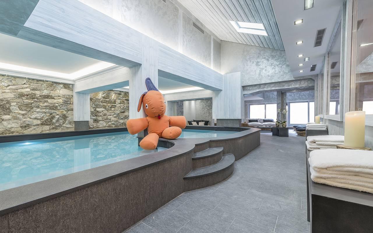 Large heated indoor pool, Hôtel Méribel, La Chaudanne.