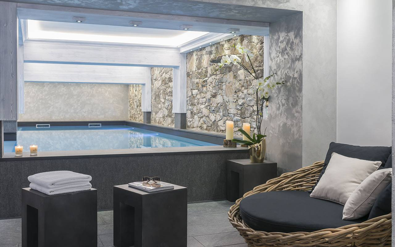 Moment of well-being with heated indoor pool, Hôtel Méribel, La Chaudanne.