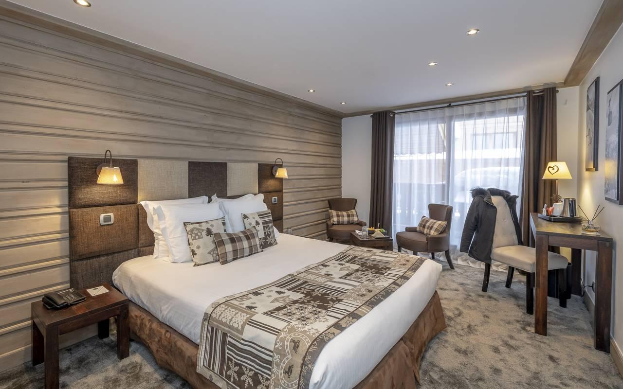 Chambre avec grand lit double, Hôtel Méribel, La Chaudanne.